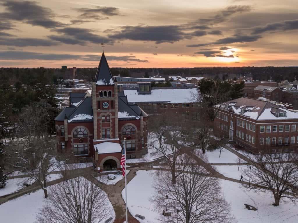 University New Hampshire snowday