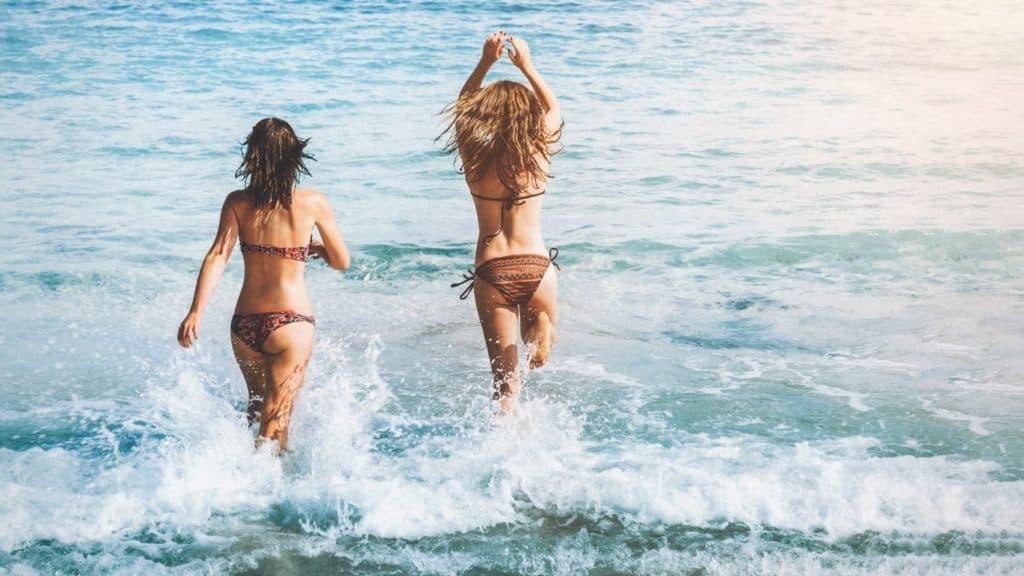 bikini girls college break