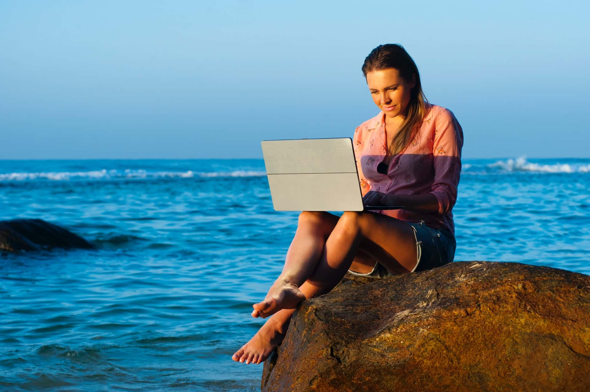 beach lady laptop hawaii
