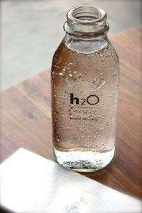 clear glass h2o bottle 113734