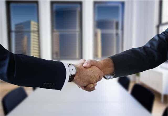 shaking hands 3753457 640